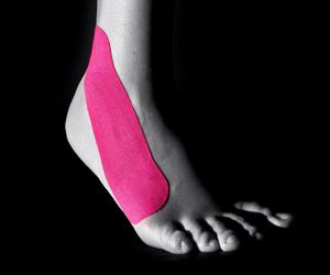 Подвернули ногу? Болит голеностоп? Кинезио тейп для фиксации и лечения голеностопа